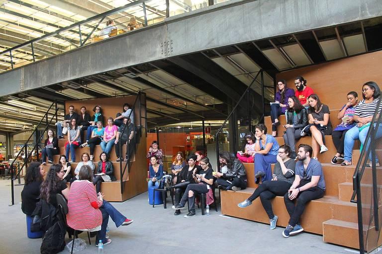 Clube de leitura Leia Mulheres se reúne mensalmente no CCSP (Centro Cultural São Paulo)