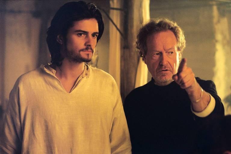Orlando Bloom e o diretor Ridley Scott durante gravações de 'Cruzada'
