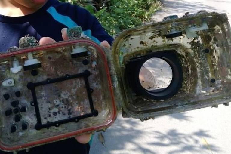 A incrível jornada de uma câmera fotográfica perdida no mar