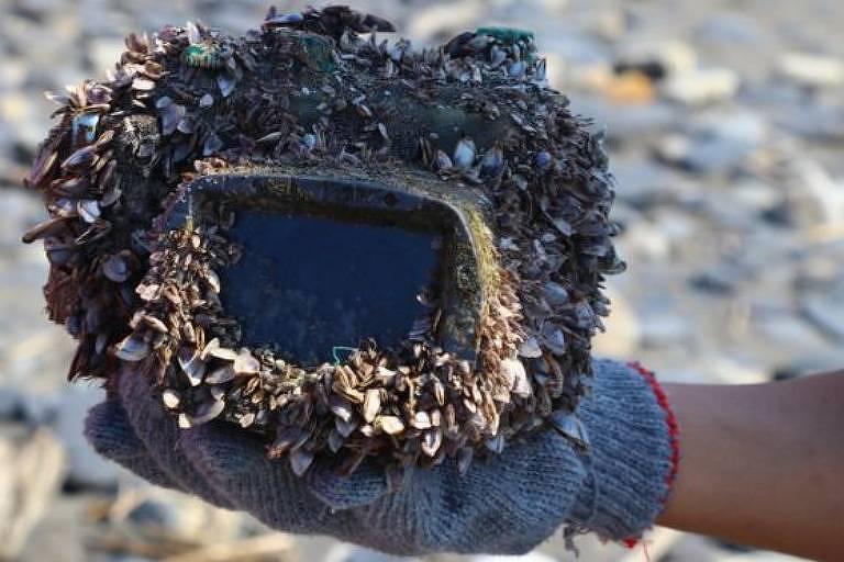 Uma câmera encontrada após dois anos perdida no fundo do mar