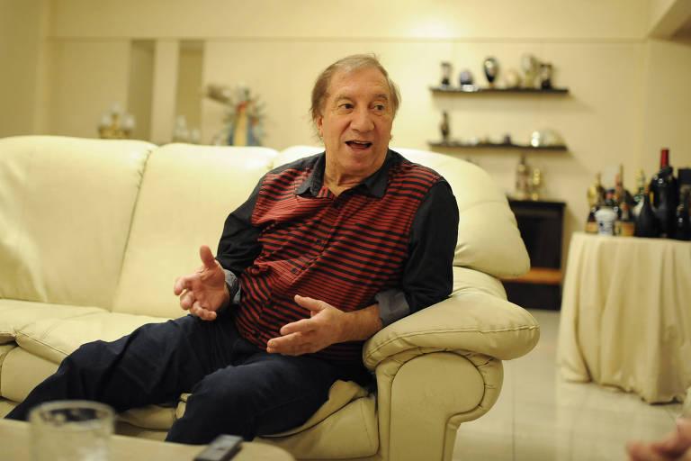 Carlos Bilardo em seu apartamento em Buenos Aires