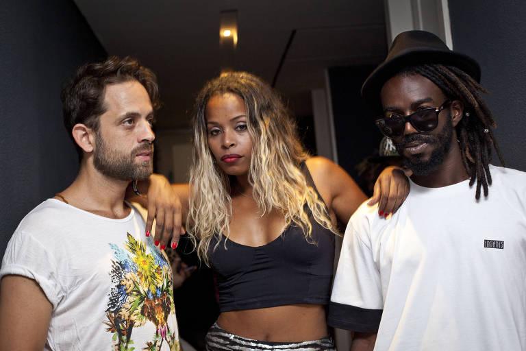 David dos Santos, Roberta Rodrigues e Jonathan Azevedo, da banda Melanina Carioca