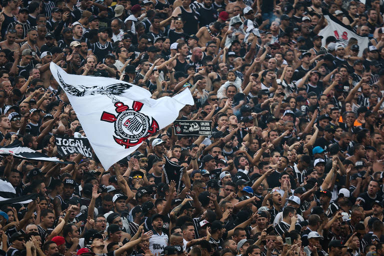 Torcida do Corinthians na primeira partida da final do Campeonato Paulista de 2018