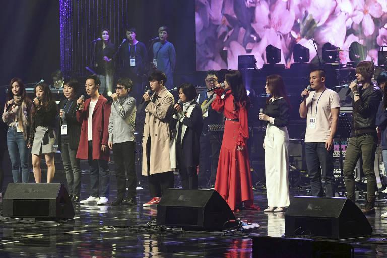Show de um grupo de K-pop sul-coreano em Pyongyang, capital da Coreia do Norte