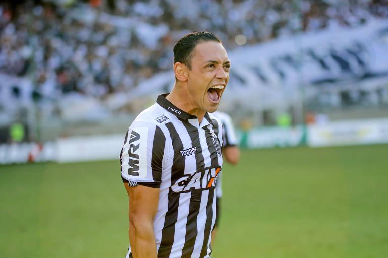 Atlético-MG vence o Cruzeiro e fica em vantagem por título