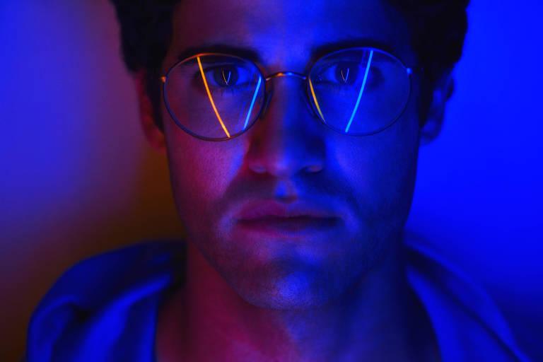 """Darren Criss em cena de """"O Assassinato de Gianni Versace"""", da série American Crime Story"""