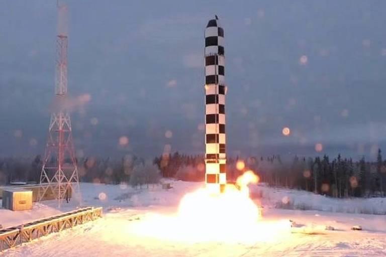 Teste do míssil intercontinental pesado Sarmat, uma das novas armas de Putin
