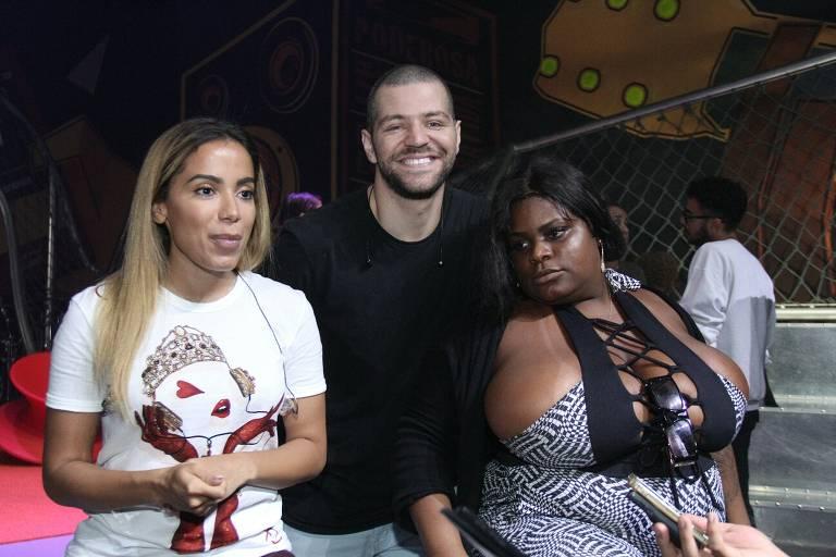 Anitta ensaia programa com convidados