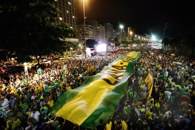 Atos pelo país pedem prisão de Lula e criticam ministros do STF