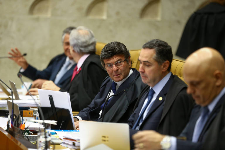 Ministros do Supremo durante sessão no plenário da corte