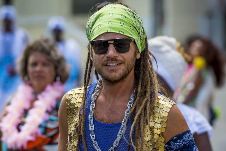Emílio Dantas adota dreads para personagem em 'Segundo Sol'