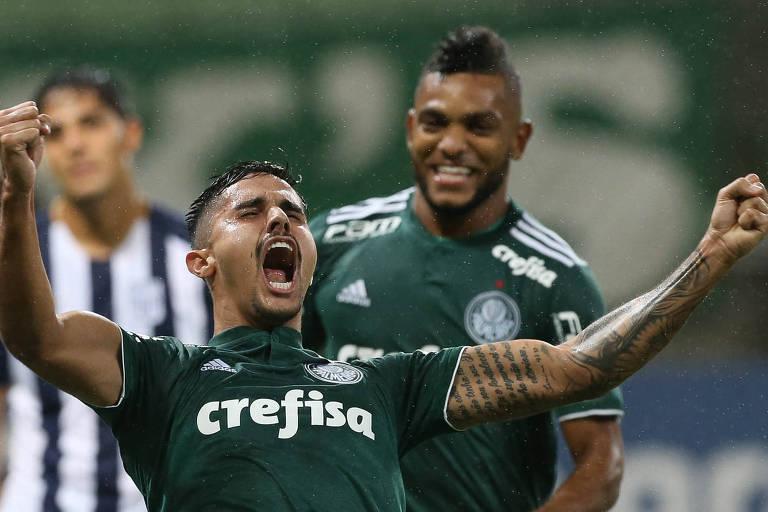 O zagueiro Thiago Martins comemora o primeiro gol do Palmeiras na vitória por 2 a 0 sobre o Alianza Lima, no Allianz Parque