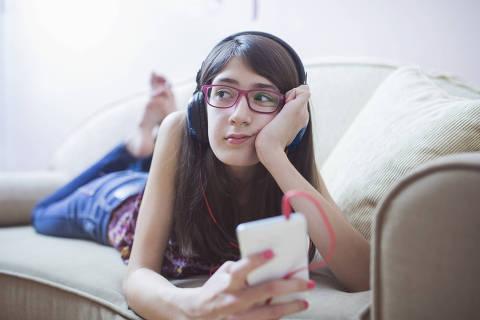 Bad mood teenager in the room Foto:Sladic - Fotolia ***DIREITOS RESERVADOS. NÃO PUBLICAR SEM AUTORIZAÇÃO DO DETENTOR DOS DIREITOS AUTORAIS E DE IMAGEM***