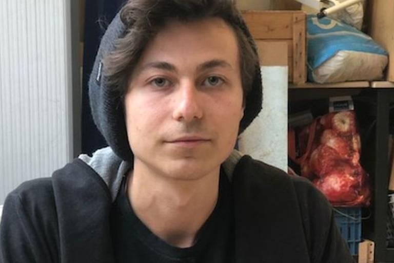 Samuel Dirkse é professor na escola Guus Kieft, que teriam membros da seita avatar