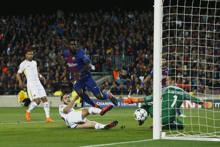 Zagueiro Manolas faz o segundo gol contra da Roma na goleada por 4 a 1 sofrida em jogo contra o Barcelona, no Camp Nou