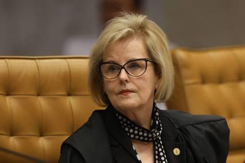 Rosa Weber suspende trechos de decretos de Bolsonaro que flexibilizavam posse e porte de armas
