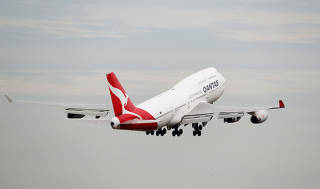 67527c8fe8 A Qantas plane takes off at Kingsford Smith International Airport in Sydney