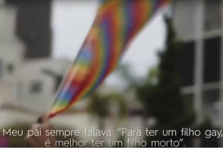 """Cena da série """"Fora do Armário"""""""