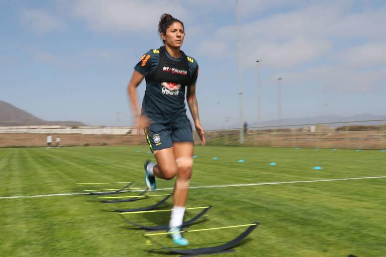 ec0b394587 Cristiane durante treino da seleção brasileira feminina