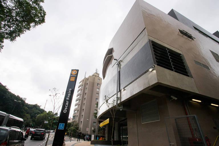 Entrada da estação Oscar Freire, inaugurada nesta quarta-feira por Alckmin; segundo acesso continua em obra