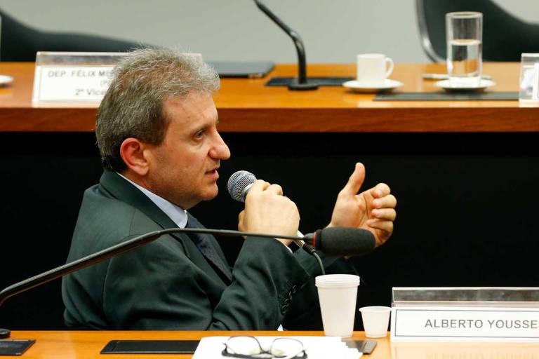 O doleiro Alberto Youssef fala durante a CPI da Petrobras