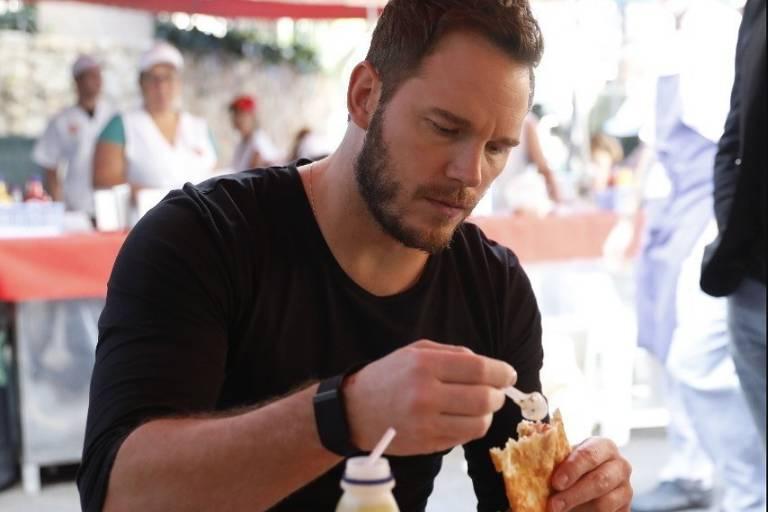 Chris Pratt come pastel em São Paulo