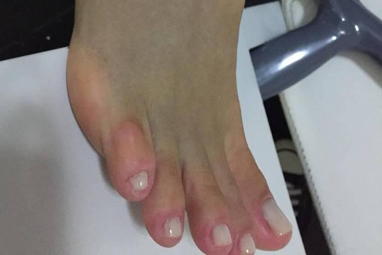 Xuxa machuca o pé em ensaio do Dancing Brasil (Record)