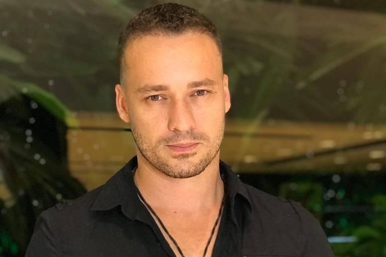 O ator Rodrigo Andrade em foto publicada no Instagram