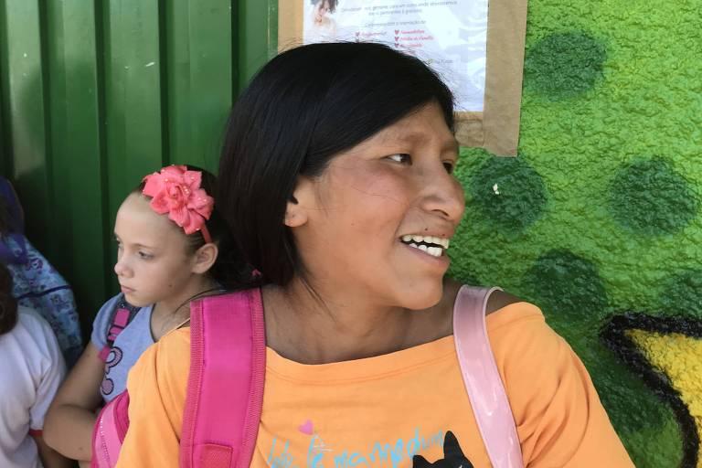 A costureira boliviana Maria Gutierrez, 36, que tem três filhos, todos nascidos no Brasil