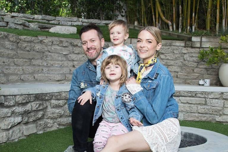Jaime King e o marido Kyle Newman, com os filhos Leo Thames Newman, 3, e James Knight, 4