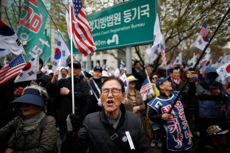 Apoiadora de Park Geun-hye protesta após condenação da ex-presidente