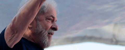 Former Brazilian President Luiz Inacio Lula da Silva attends a protest in front of the metallurgic trade union in Sao Bernardo do Campo, Brazil April 7, 2018. REUTERS/Leonardo Benassatto ORG XMIT: SBC17