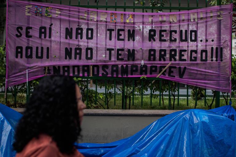 Protesto de servidores municipais em frente à Câmara de Vereadores contra o projeto de reforma da previdência