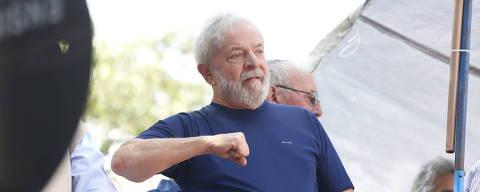SÃO PAULO, SP, BRASIL.06-04_2018. o ex prrsidente Luiz Inacio Lula da Silva, sai do  sindicato dos metalúrgicos  para missa de um ano de Marisa Leticia na entrada do sindicato de São Bernardo onde  O ex  presidente Luiz Inácio Lula da Silva passou anoite, depois de ser decretado sua prisão ( Foto Joel Silva / Folhapress) ***EXCLUSIVO FOLHA***Poder****