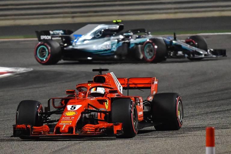 Piloto alemão Sebastian Vettel, da Ferrari, lidera o GP do Bahrein de Fórmula 1