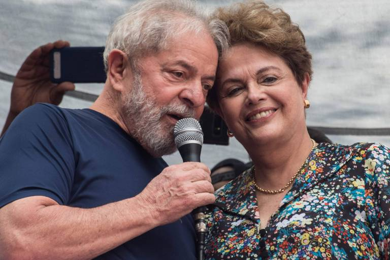 Ex-presidentes Lula e Dilma Rousseff durante ato ecumênico em homenagem à ex-primeira-dama Marisa Letícia