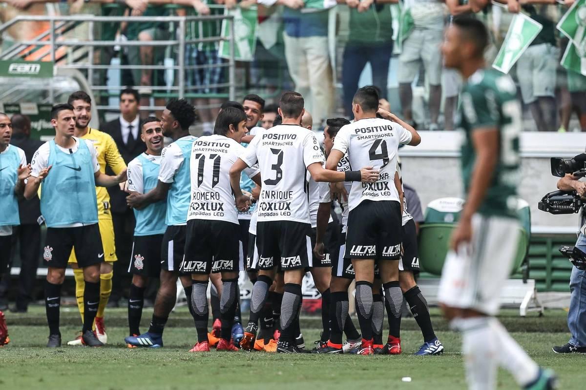 Corinthians vence nos pênaltis final tumultuada e é campeão paulista -  08 04 2018 - Esporte - Folha 82008cf93e019