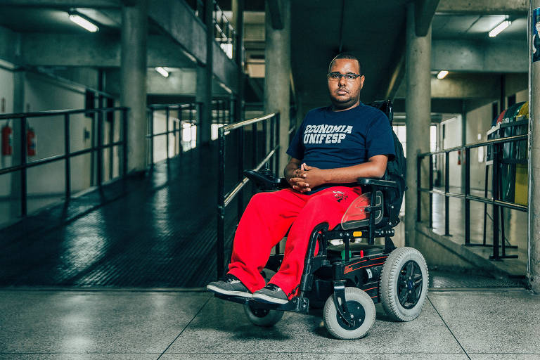 O estudante Renato Xavier de Oliveira, 26, cadeirante que conseguiu entrar na Unifesp em Osasco (Grande São Paulo)