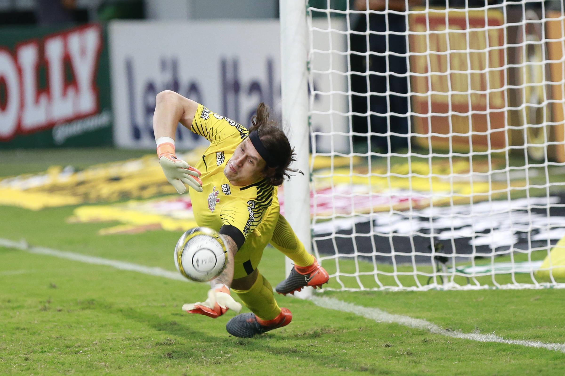 Cássio reage e chega a 500 jogos pelo Corinthians em temporada difícil