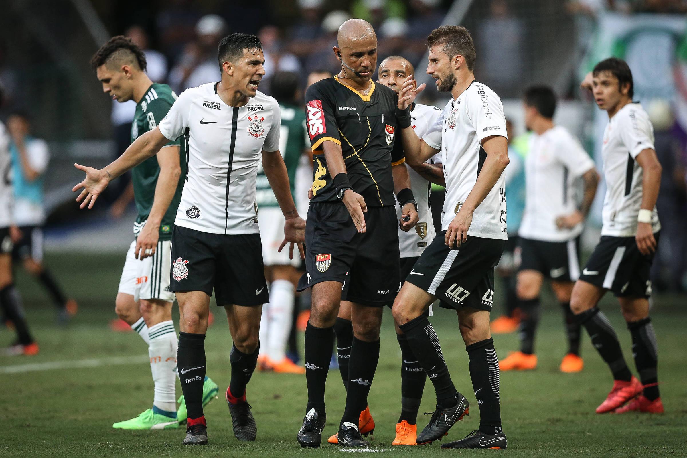 Palmeiras junta provas e vai ao Tribunal contra diretor de arbitragem da FPF  - 10 04 2018 - Esporte - Folha c577387695555