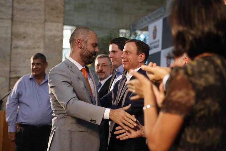Bruno Covas, novo prefeito de São Paulo, faz seu primeiro pronunciamento oficial no cargo ao lado do ex-prefeito João Doria