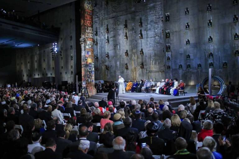 O papa Francisco discursa durante cerimônia no memorial construído em homenagem às vítimas do 11 de Setembro, em Nova York
