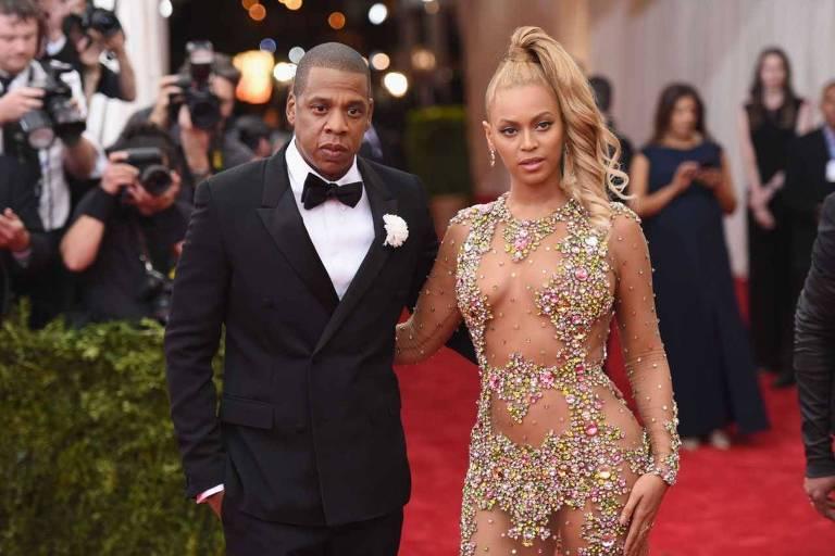 Jay Z (L) e Beyonce em evento beneficente de gala em Nova York