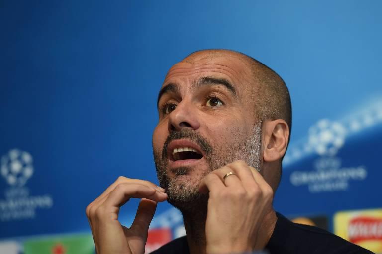 O técnico Pep Guardiola, do Manchester City, durante entrevista