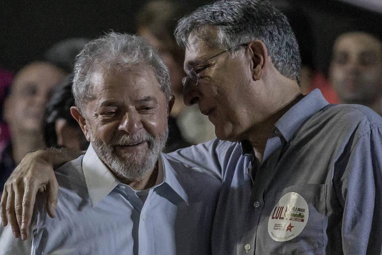 O ex-presidente Lula e o governador de Minas, Fernando Pimentel, durante evento para lançar a caravana do petista pelo estado