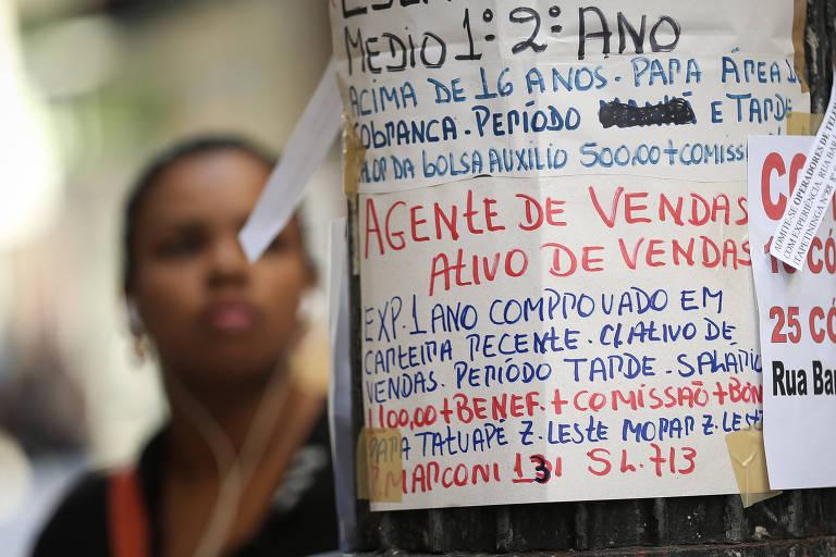Placas de emprego no centro de São Paulo