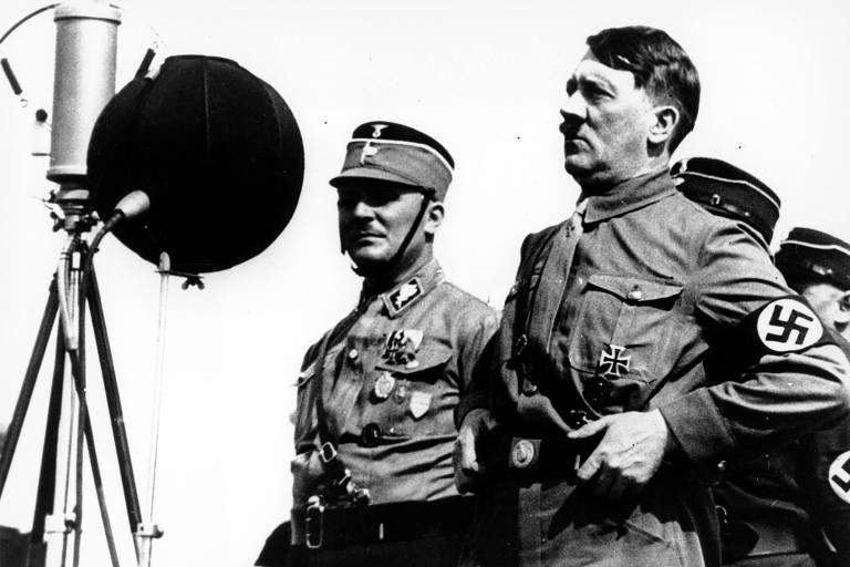 Em maio de 1933, o ditador Adolf Hitler faz discurso para apoiadores em Kiel