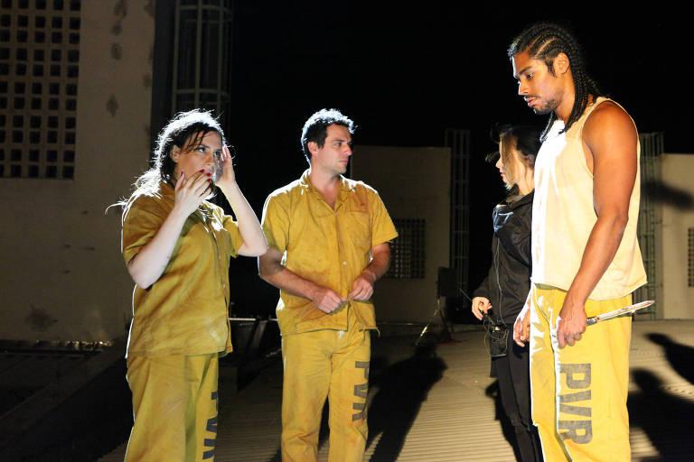 Maria Clara Spinelli, Rodrigo Lombardi, Nara Chaib e Diogo Salles em bastidor de 'Carcereiros' (Globo)