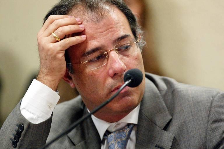 Marcelo Sereno com a mão na cabeça