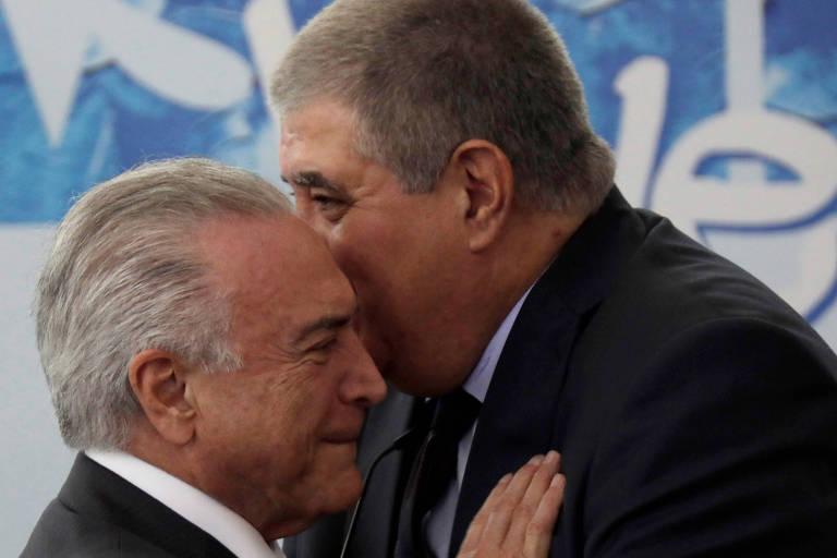 Presidente Michel Temer conversa com o ministro Carlos Marun